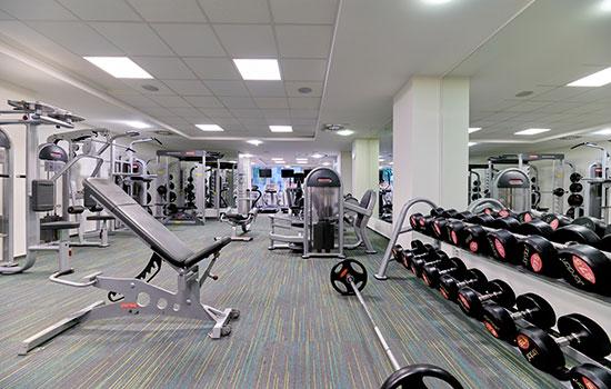 Posilovací zóna ve fitness Orion Brno Lesná